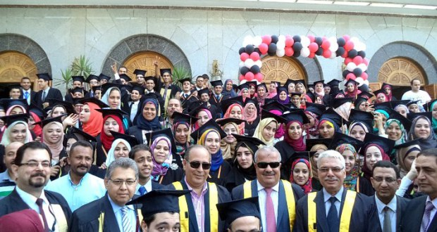 Governor of the Eastern and head of Zagazig University and Dean of the Faculty of Pharmacy vouch Day celebration graduates tenth Faculty of Pharmacy 09/23/2014