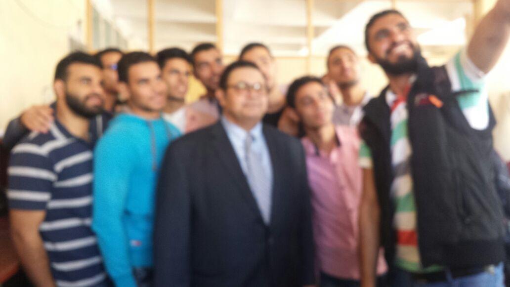 جولة أ.د. علاء عطا عميد الكلية لمتابعة سير العملية التعليمية