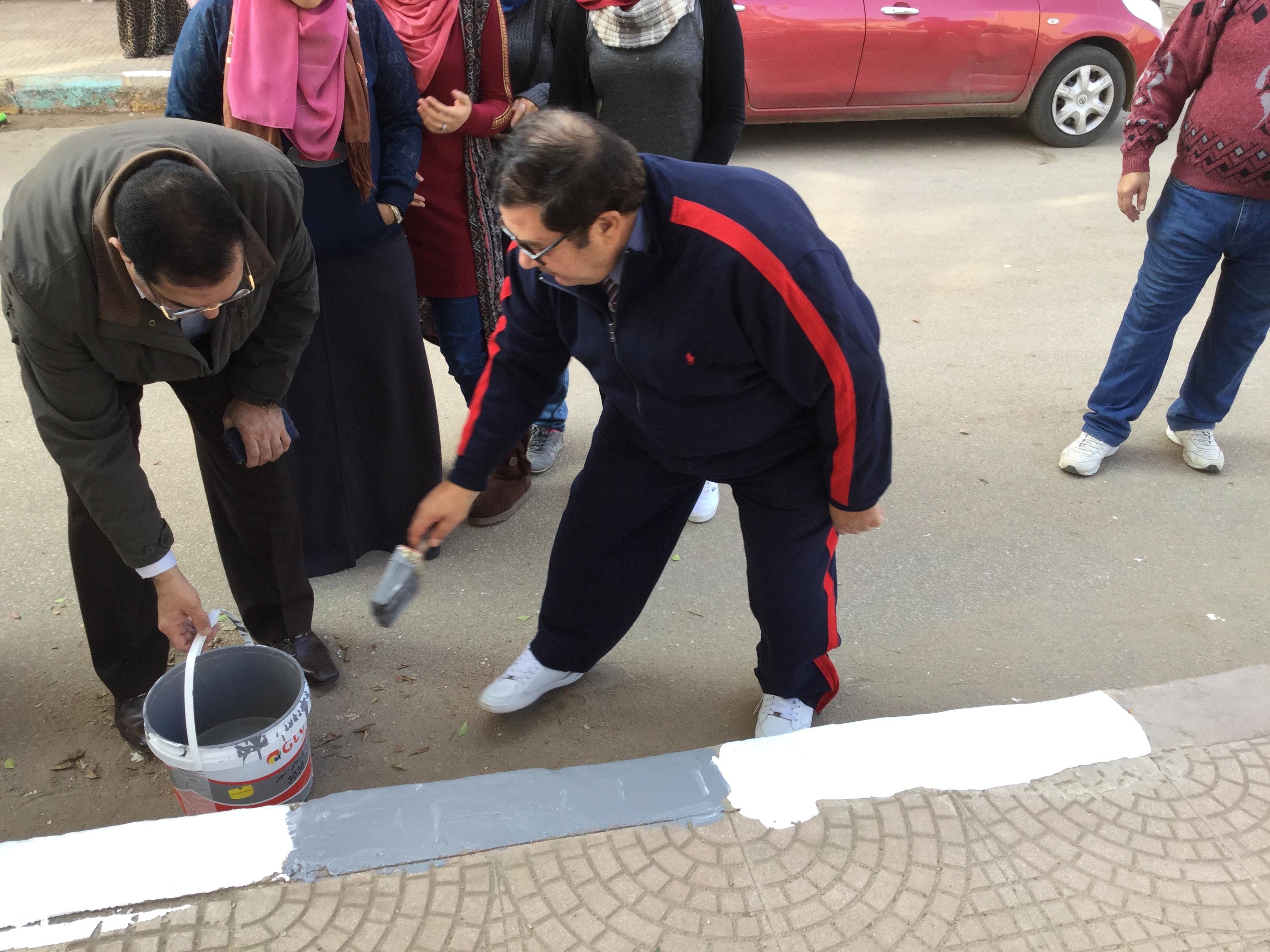 عميد الكلية يشارك طلاب قسم العمارة فى حملة كليتنا مسئوليتنا