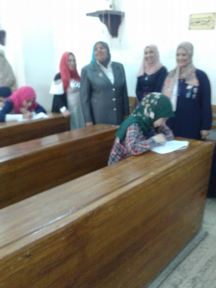 قامت اليوم عميدة الكلية ا.د /نادية محمد طه والسادة وكلاء الكلية بالمرور على