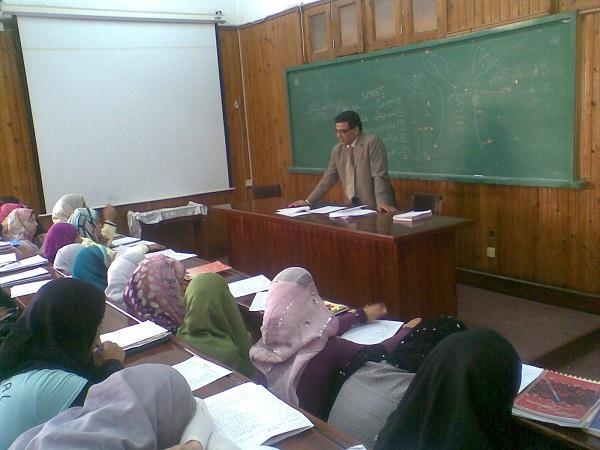 ادارة الوقت والذات  المحاضر: أ .د / عماد مخيمر  ( المدرب المعتمد مركز تنمية اعضاء هيئة التدريس بجامعة الزقازيق)