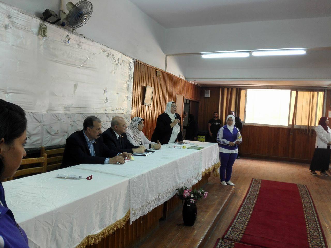 زيارة د. خالد عبد الباري رئيس جامعة الزقازيق بطالبات كلية التربيةالرياضية بنات