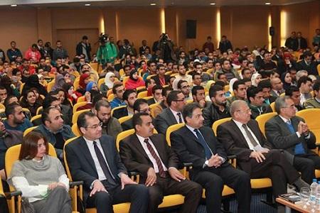 وزير الاتصالات يكرم 3 طلاب من كلية الحاسبات